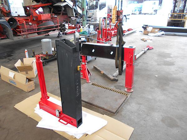 クレーン車のジャッキシリンダーの修理:茨城県坂東市の加藤自動車販売